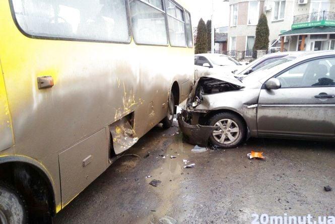 У Кам'янці сталася ДТП за участі маршрутки (ОНОВЛЕНО +фото)