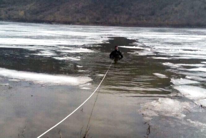 На Кам'янеччині з води витягли тіло 56-річного чоловіка