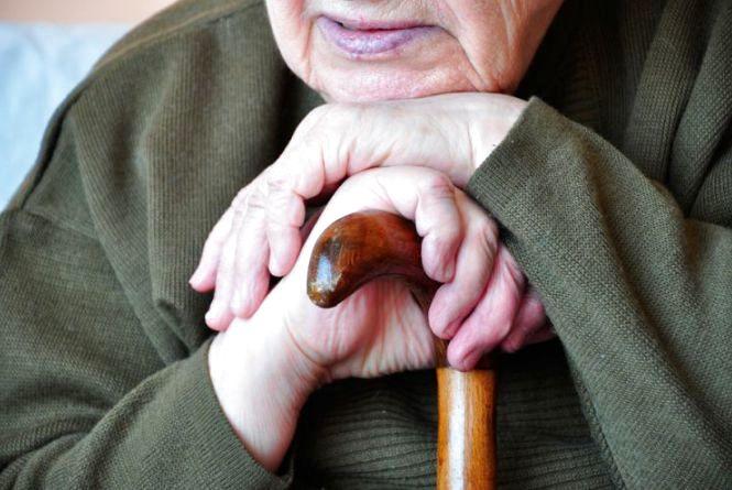 На Кам'янеччині пограбували пенсіонерку