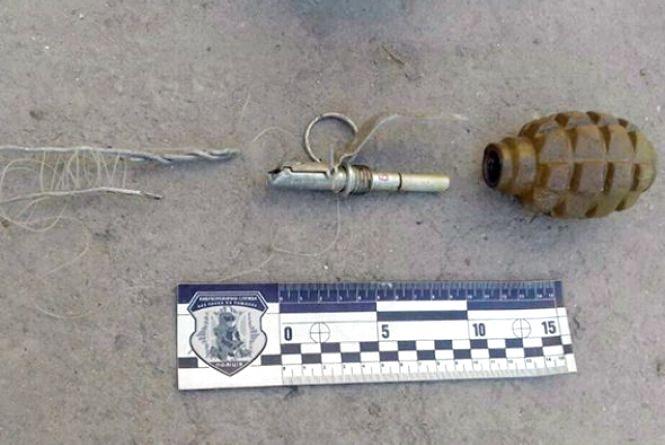 У кам'янчанина поліція вилучила зброю та наркотики (ФОТО)