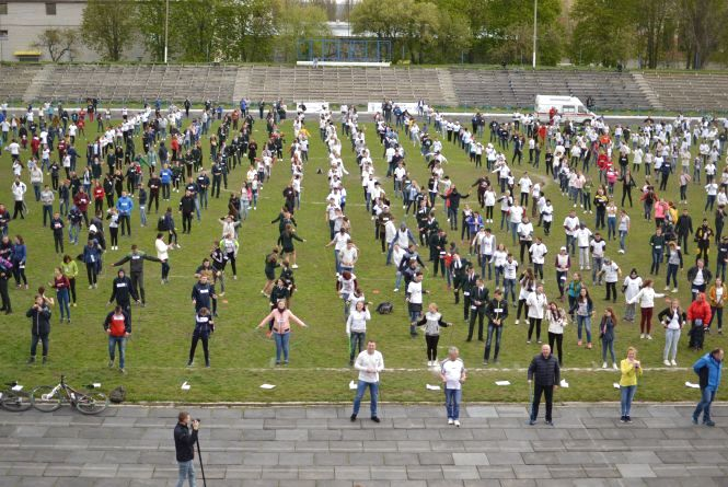 Кам'янець із новим рекордом: 1488 осіб, що одночасно стрибають через скакалку (ФОТО, ВІДЕО)