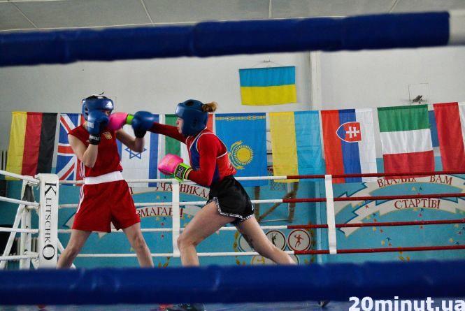 У двобої зійшлися боксерки з Кам'янця та  Львова. Місто готується до чемпіонату з жіночого боксу (ФОТО)