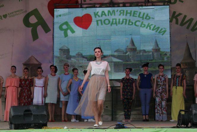 На День міста у Кам'янці презентували колекцію зачісок та одягу (ФОТО)