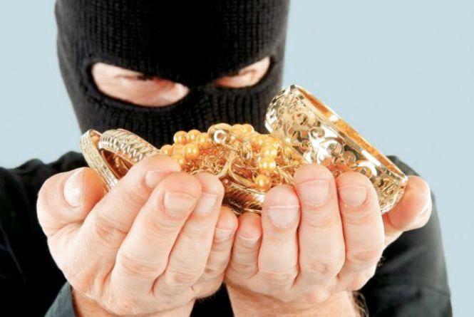 У Кам'янці обікрали квартиру. Поцупили золоті вироби та понад 13 тисяч гривень
