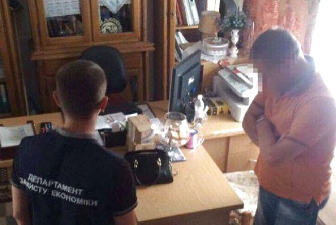 У Кам'янці затримали депутата Хмельницької облради. Чиновник «попався» на хабарі