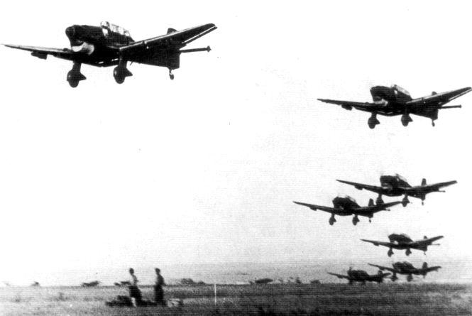 30 червня німецька авіація здійснила перший масовий наліт на Кам'янець-Подільський.