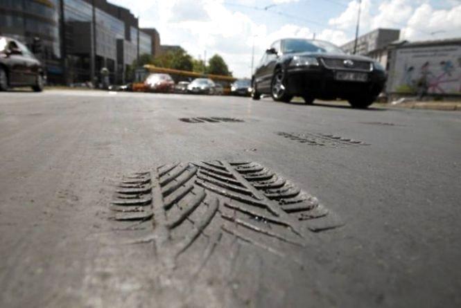 На Хмельниччині заборонили рух вантажівкам у спеку
