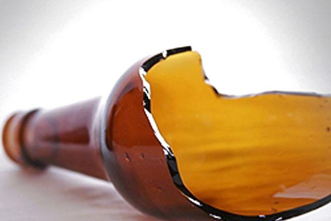 Пляшкою в голову: у Кам'янці біля бару сталася бійка. Потерпілий - у лікарні