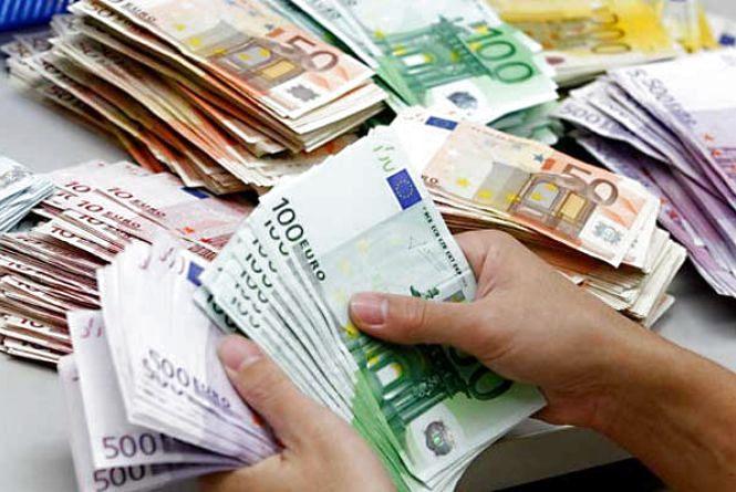 Долар незмінний, а євро підріс - курс валют НБУ на 14 серпня