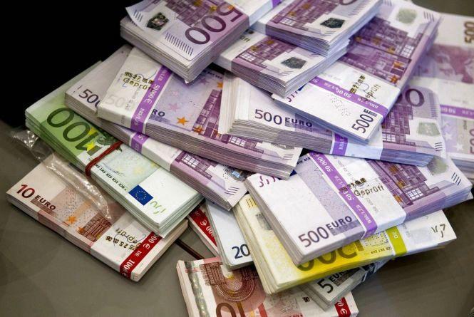 Долар продовжує падати відповідно до гривні - 30 серпня