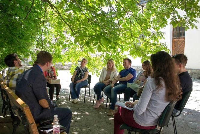 """Спілкування та автографи від зірок """"RespublicaFest"""": кам'янчан запрошують у """"Живу бібліотеку"""""""