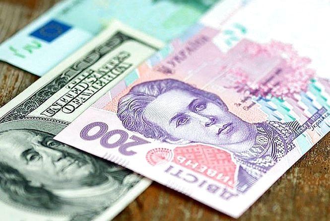 Долар знову зріс - НБУ на 1 вересня
