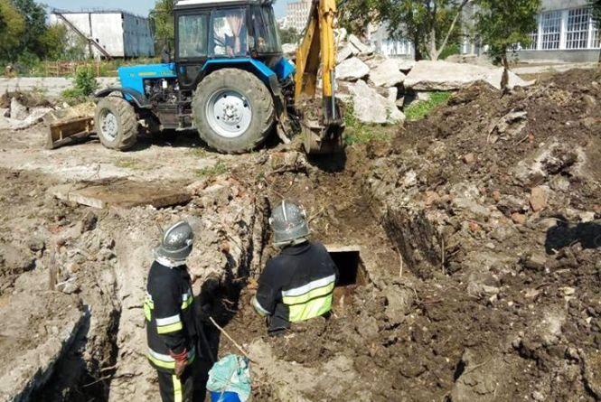У Кам'янці з шахти теплопровідної мережі дістали тіло чоловіка