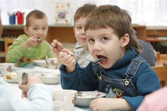 Опитування для батьків: як годують малечу в дитячих садочках  Кам'янця?