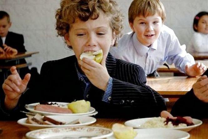 Як годують дітей у кам`янецьких навчальних закладах?