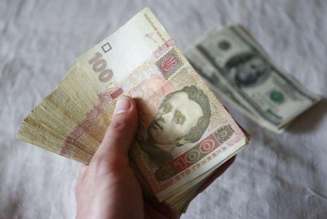 Курс гривні на 24 жовтня: долар продовжує рости