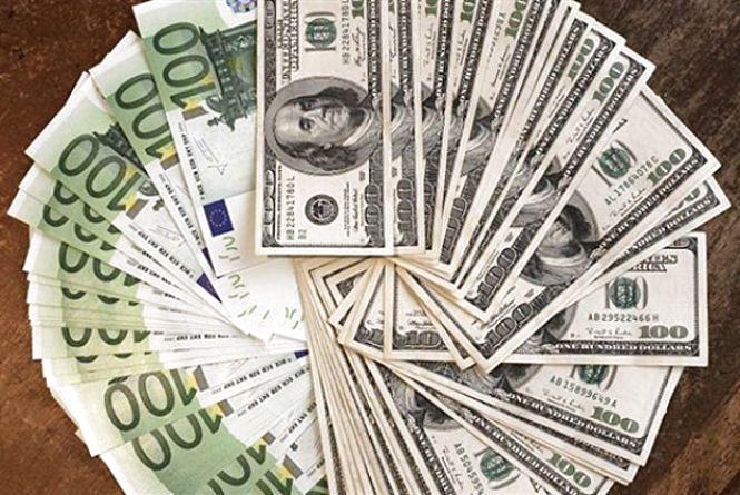 Курс валют на 15 листопада: гривня падає