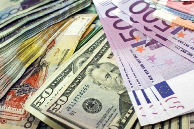 За вікенд гривня трішки впала. Курс валют на 20 листопада