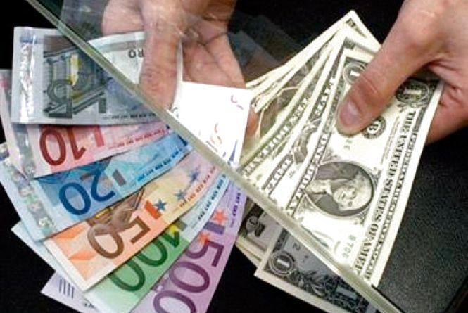 Гривня дедалі дешевшає:курс валют на 28 листопада