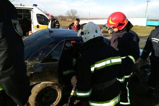 На Кам'янеччині рятувальники діставали чоловіка з понівеченої авітвки (ФОТО)