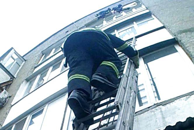 У Кам'янці в зачиненій квартирі виявили тіло 55-річного чоловіка