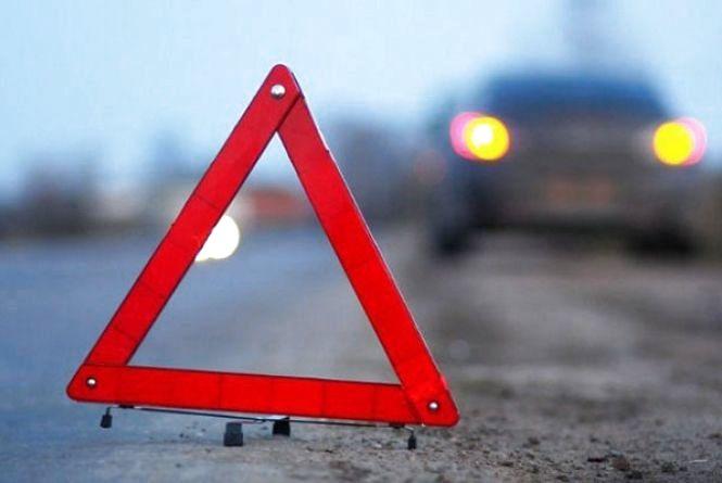 У Кам'янці на пішохідному переході автівка збила дівчину
