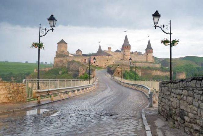 Скільки заробив Замковий міст для Кам'янця у травні?