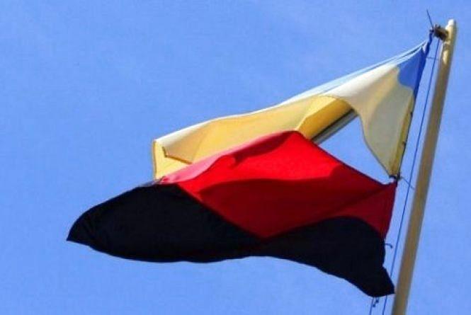 Над мерією Кам'янця вивішуватимуть червоно-чорний прапор