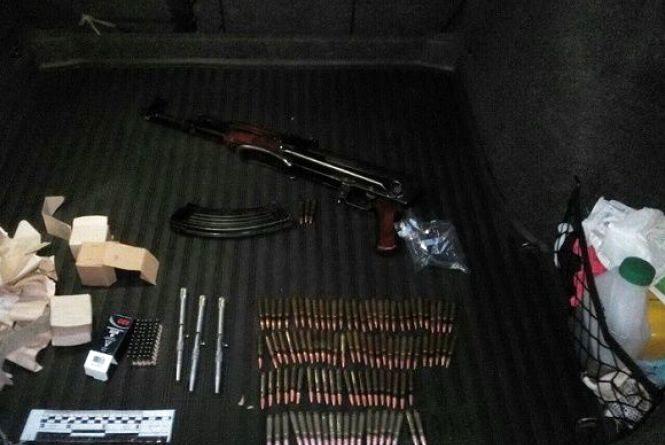 СБУ затримала трьох кам'янчан через незаконний збут вогнепальної зброї (ФОТО)