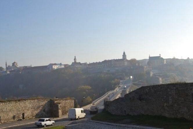 Замковий міст Кам'янця у березні заробив більше 230 тисяч гривень. Як розподілили кошти