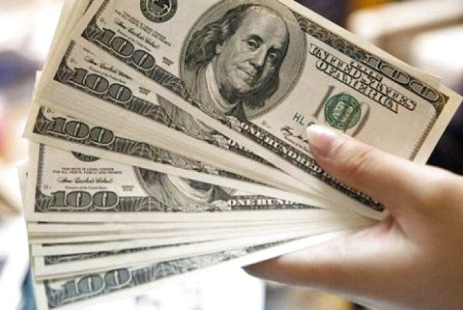 """Долар та євро """"впали"""". Курс валют на 5 квітня"""