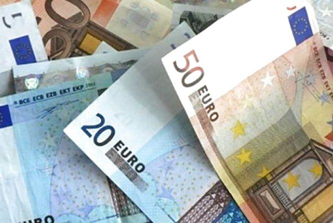 Долар трішки здешевів: курс на 12 квітня