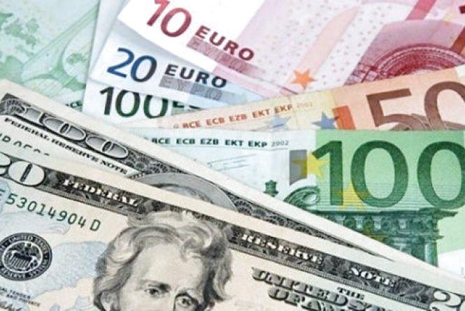 Долар трішки знизився в ціні. Курс на 17 квітня
