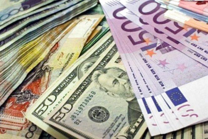 Курс валют на 18 квітня. Долар закріпився