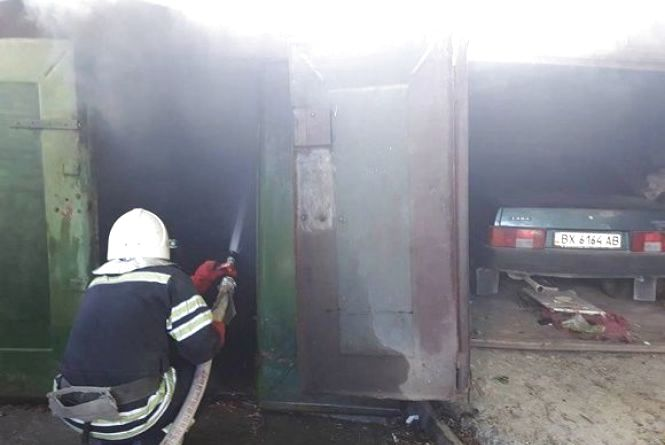 У Кам'янці через необережність з вогнем горів гараж