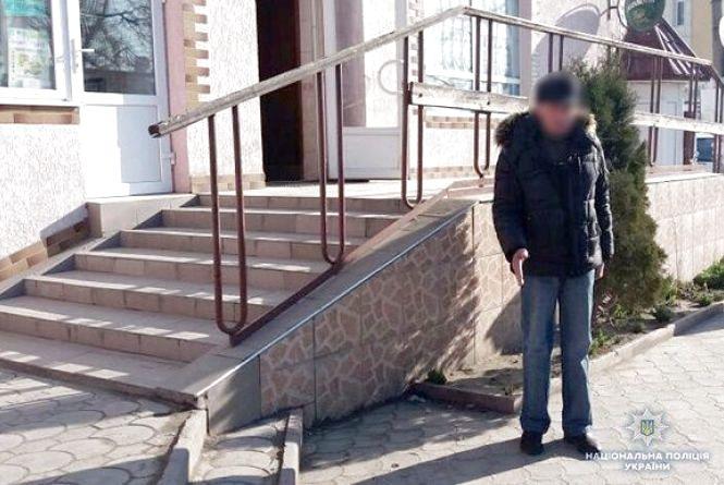 У Кам'янці троє зловмисиків обікрали 69-річного чоловіка