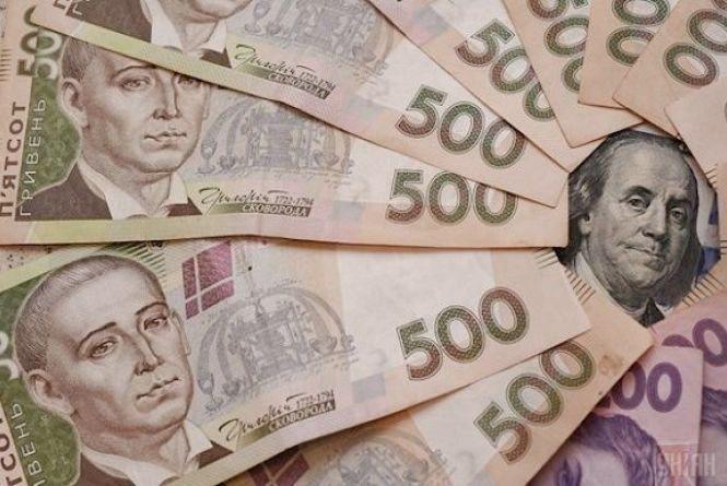 Долар та євро трішки «впали». Курс на 27 квітня