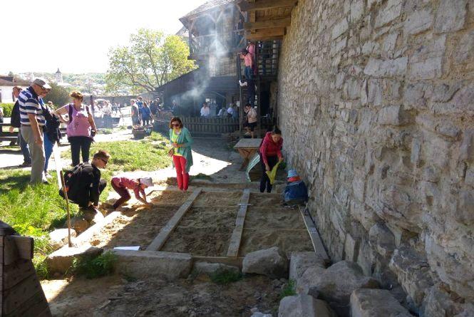 Кузня 17 століття та археологічні розкопки. У фортеці Кам'янця стартував історичний пікнік