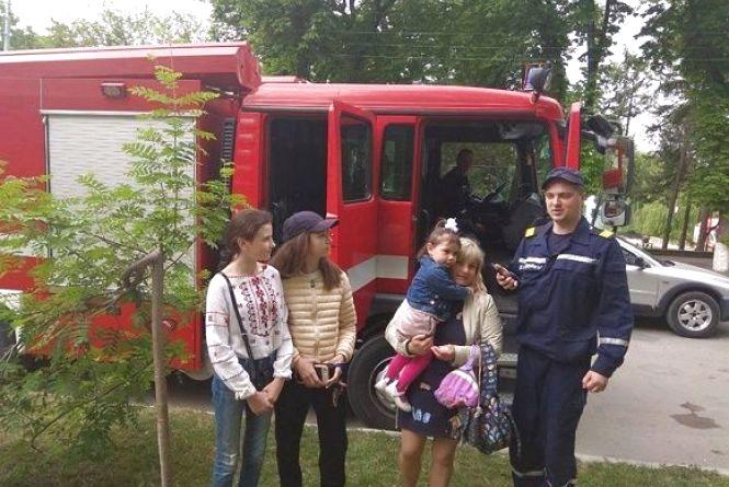 Кам'янчани спробували себе у ролі пожежників у акції від рятувальників міста