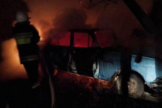 У Кам'янці вночі через підпал горіло два автомобілі