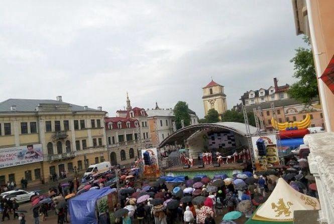 Закордонні делегації та частування варениками: у Кам'янці святкують День міста (ФОТО)