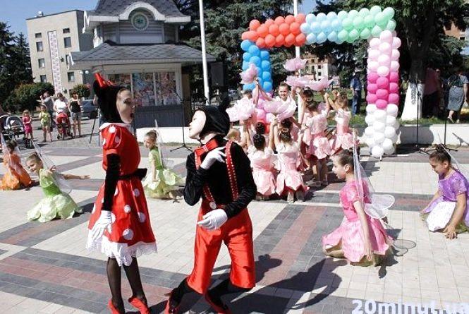 Майстер-класи і концерт: у Кам'янці відбулося свято до Дня захисту дітей (ФОТО)
