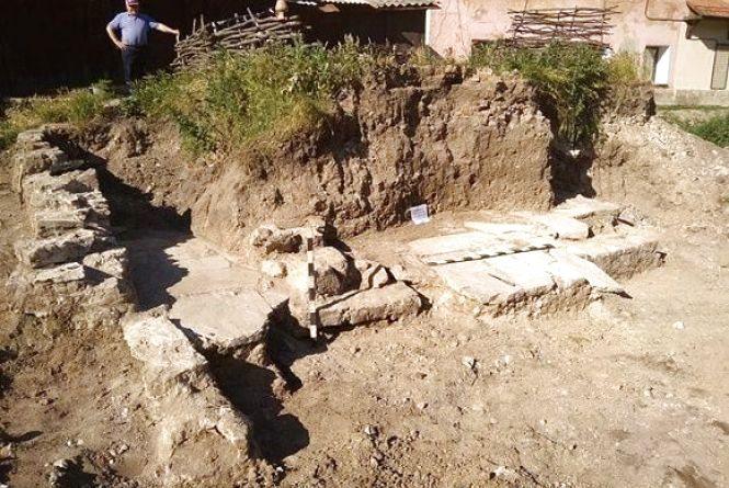 У Кам'янці віднайшли залишки давньої споруди та мощення дороги 17-18 століть