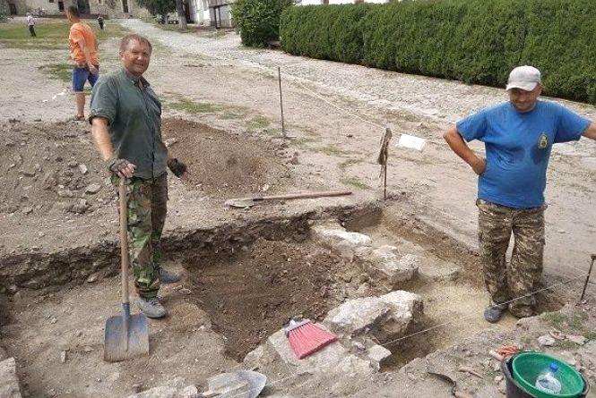 Пограбоване поховання та наконечник стріли 12-13 століття: фортеця Кам'янця відкриває таємниці