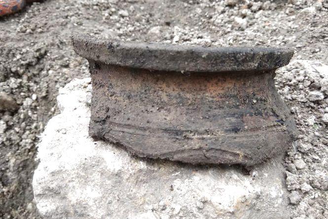 У фортеці Кам'янця розкопали кострище з керамікою золотоординсько-литовського часу (ФОТО)
