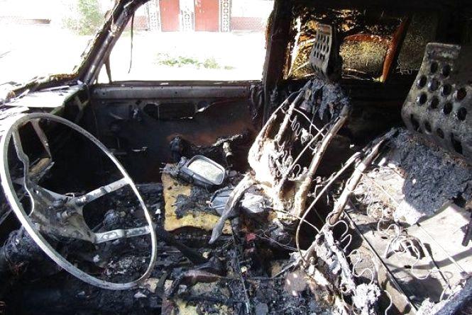 У Кам'янці спіймали підозрюваного в обкраданні та підпалі автомобілів