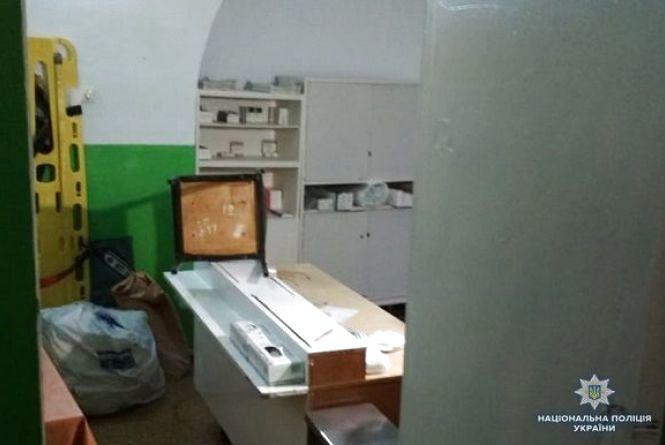 У Кам'янці затримали наркозалежного, який хотів розгромити кабінет станції швидкої