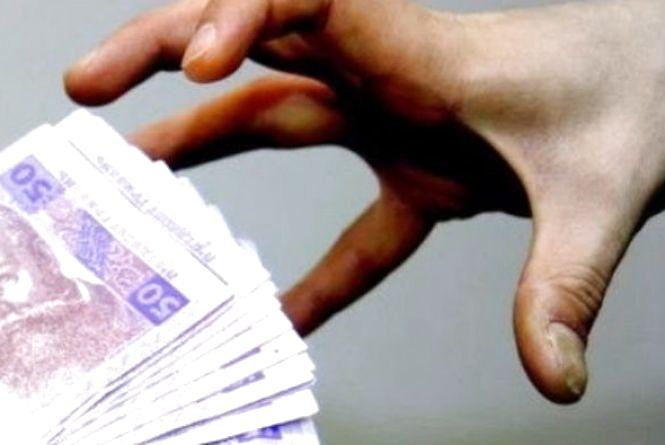 Інтернет-шахрай обдурив на 6 000 гривень кам'янчанина, який хотів купити токарний верстат