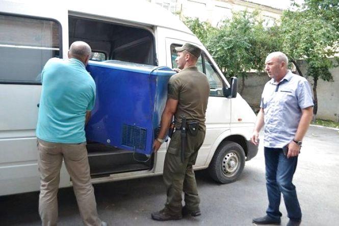 Волонтери везуть допомогу із Кам'янця українським бійцям на Схід