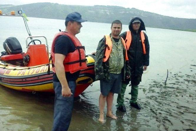 На Кам'янеччині за вихідні з річки врятували двох чоловіків